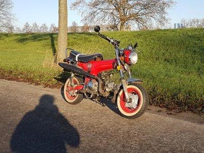 VERKOCHT ! Skyteam, 50cc, Dax, 8548km, rood