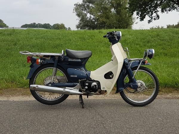 Honda-C50,-Injectie,-press-Cub