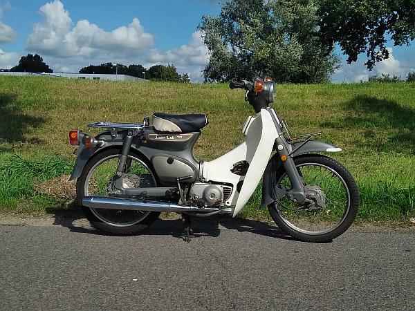 Honda-C70-Japans-(22)-grijs,-6785-km