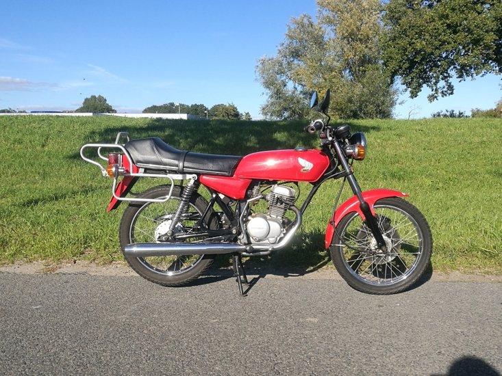 Honda-CB50-rood,-16016-km!-met-kenteken!-Gerestaureerd