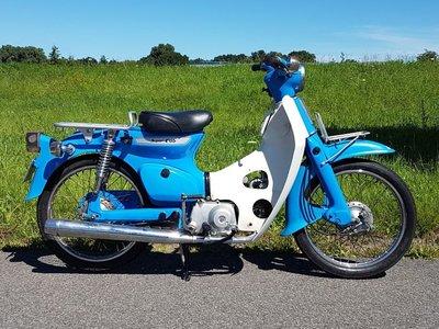TE HUUR! Honda C50 K1 Blauw (ook te koop)